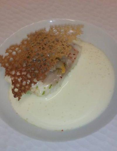 Bar sauvage brocolis coque huître sabayon tuile de pain