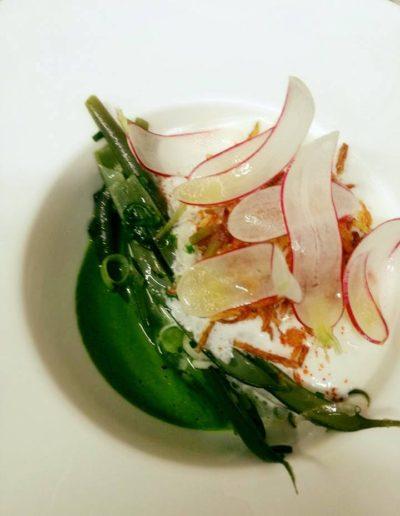 Œuf mollet laitue haricots verts chèvre